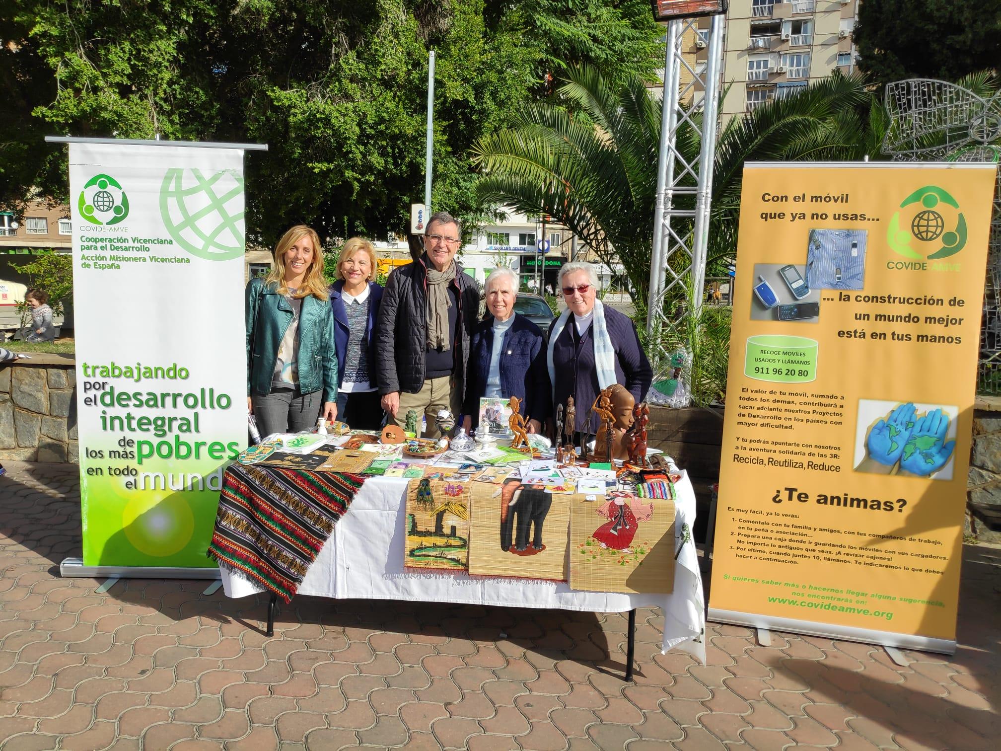Murcia se vuelca en el Día Solidario del Árbol de Navidad y COVIDE-AMVE participa en ello