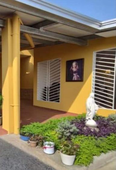 Dotación de equipos y material de bioseguridad en la residencia Margarita Naseau