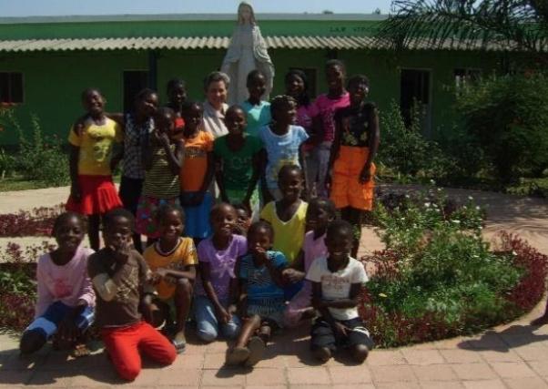 Promoción integral de las niñas de las aldeas de Balombo